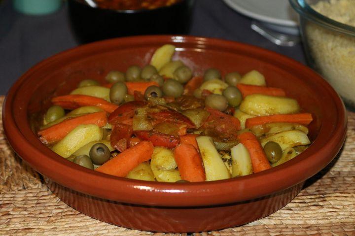 Tajine de poulet aux olives, pommes de terre et carottes (Afrique duNord)